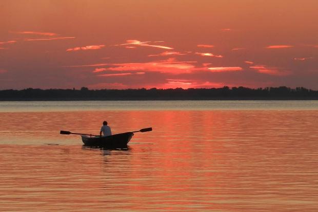 Przed nocą to lepsze od trekingu... #zachód #woda #na_wodzie #łódź #łodka