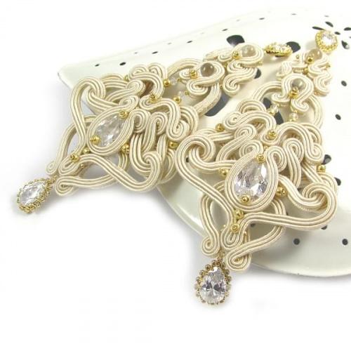 Biżuteria ślubna z akcentami złota