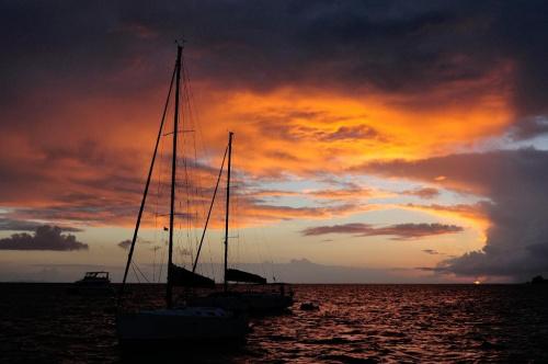 Karaiby #ZachódSłońca #ocean #łódź #statek #karaiby