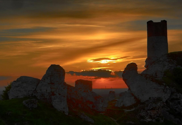 w Olsztynie koło Czestochowy (którą też widać) #zachód #zamek #ruiny #ostańce #Jura